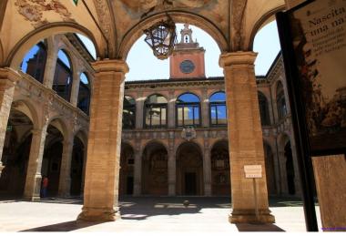 снимка, Българите в началото на XII век създават първия университет в Европа