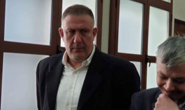 снимка, Драма в съда: Посрещнаха д-р Димитров с аплодисменти, а родителите на Жоро Плъха искат тежко възмездие