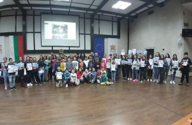 """снимка, Проведе се среща на добротворците в кампанията """"Приятели, наши връстници гладуват! Да спрем това!"""""""