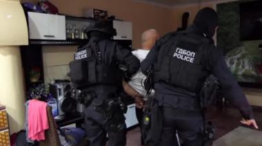 снимка, Потресаващи новини за столичните ченгета, опъвали чадър над свирепа наркогрупа