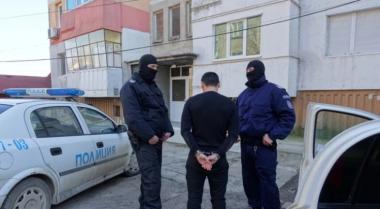 снимка, Пазарджишките ченгета обискираха къща за наркотици, откриха куп други престъпления