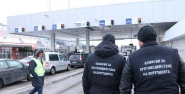 """снимка, Седемте митничари от ГКПП """"Калотина"""" остават за постоянно в ареста"""