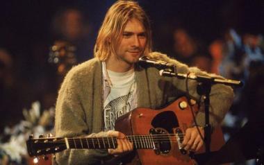 снимка, Продадоха китарата на Кърт Кобейн за 6 милиона долара