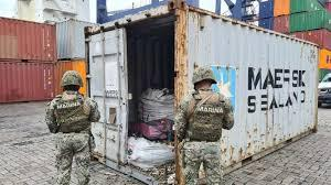 """снимка, Хванаха над 100 кг. кокаин на кораб на Maersk и двама """"пазачи"""""""
