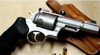 снимка, Откриха незаконни пистолети и боеприпаси в дома на мъж от село