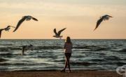 снимка, На каква възраст хората се чувстват най-самотни и какви са възможните последствия