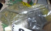 снимка, Платнена чантичка с марихуана откриха у 21-годишен от Гега, иззеха 8 г канабис от непълнолетен якорудчанин