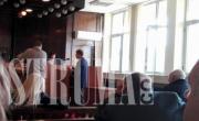снимка, Eмбака влезе в благоевградския съд за кражбата на канабис от двора на полицията в Сандански