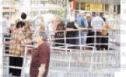 снимка, ГЕНОЦИД В ПЕТРИЧ! Изгониха от фоайето на пощата възрастните хора, чакат пенсиите си отвън на адската жега