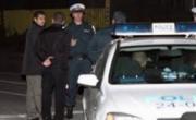 снимка, Полицаи от Гоце Делчев нахлуха в дома на най-големия наркодилър в града, арест на продавач и клиенти