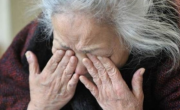 снимка, Бабата на наркодилъра Ръбчо в тежко състояние, бита ли е?!