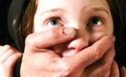 снимка, Извращение в Петрич! Дядо съблече 7-годишно момиченце и...