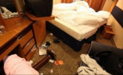снимка, Среднощен екшън! Разярен мъж избесня и потроши хотелска стая във Врачанско