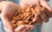 снимка, 4 неща, които се случват в тялото, когато всеки ден ядете бадеми